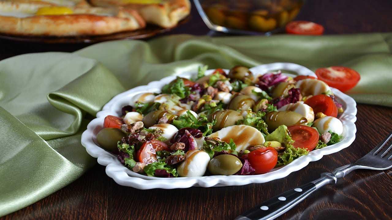 Салат с помидорами и жареным адыгейским сыром - пошаговый фоторецепт