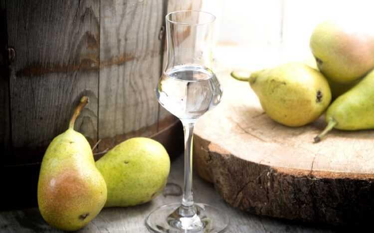 Грушевые настойки – 3 рецепта: классический, с изюмом и мятой