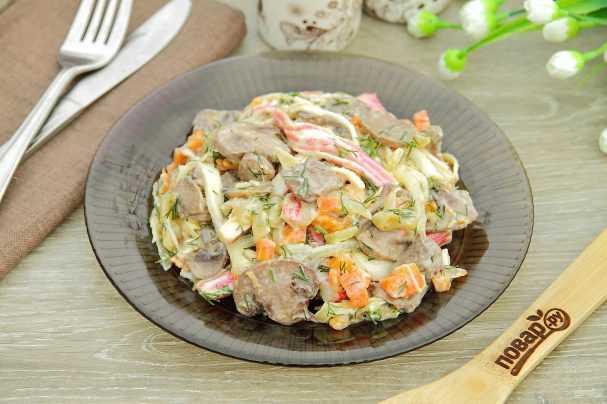 Салат Снеговик: идеи оформления блюда, рецепты с рыбой, курицей, ветчиной, морепродуктами с тропическими фруктами. Советы по выбору и подготовке продуктов.