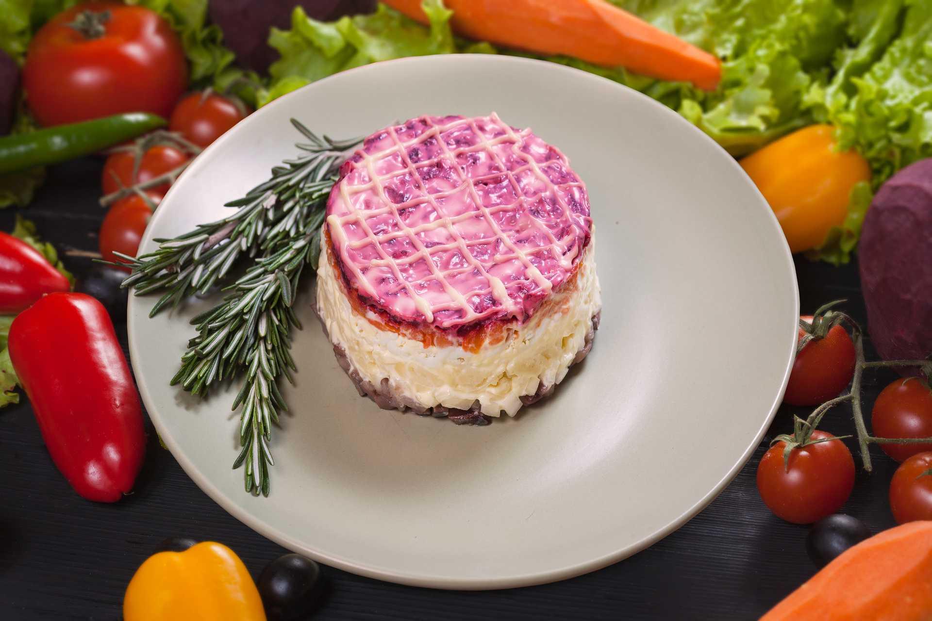 Салаты с селедкой - 15 рецептов с фото (простые и вкусные)
