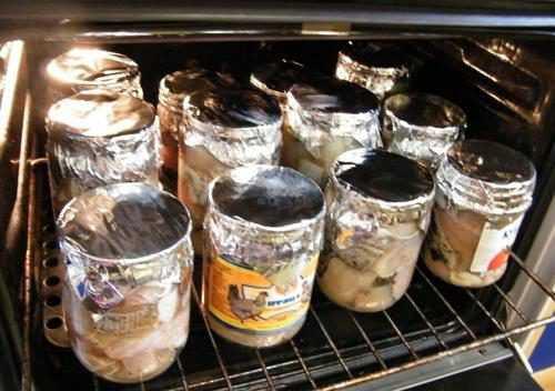 Как хранить соленые грибы в банках в домашних условиях