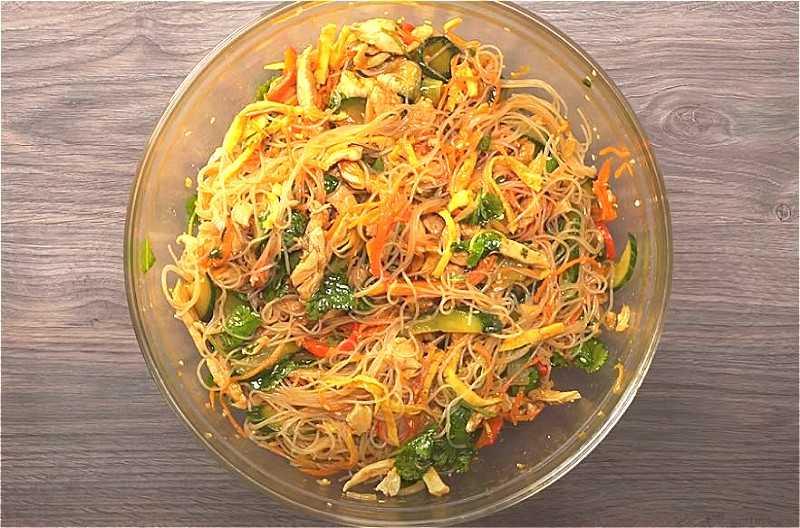 Салат с макаронами – простое и вкусное блюдо: рецепт с фото и видео