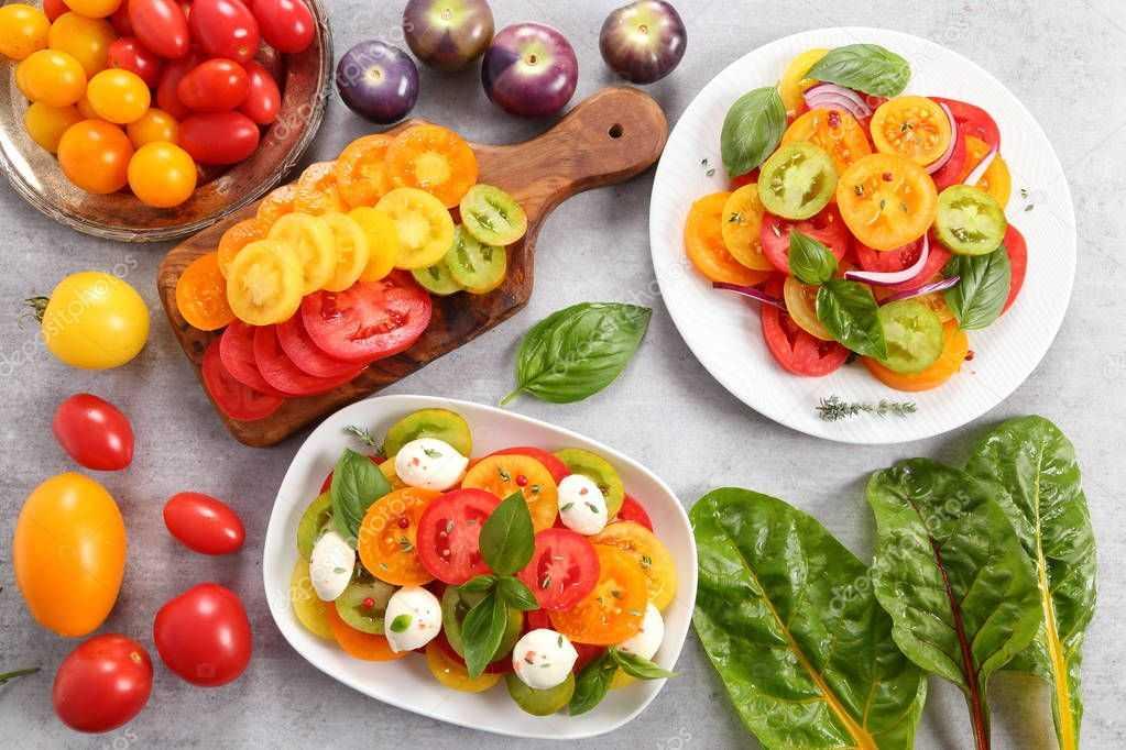 Салат из свежих огурцов и помидоров с моцареллой рецепт с фото пошагово - 1000.menu