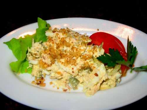Салат с кальмарами и яйцами: 5 фото-рецептов
