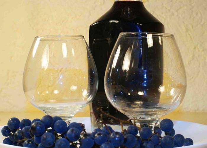 Рецепт вторичного вина из мезги винограда. сколько держать напиток, как процедить и хранить?