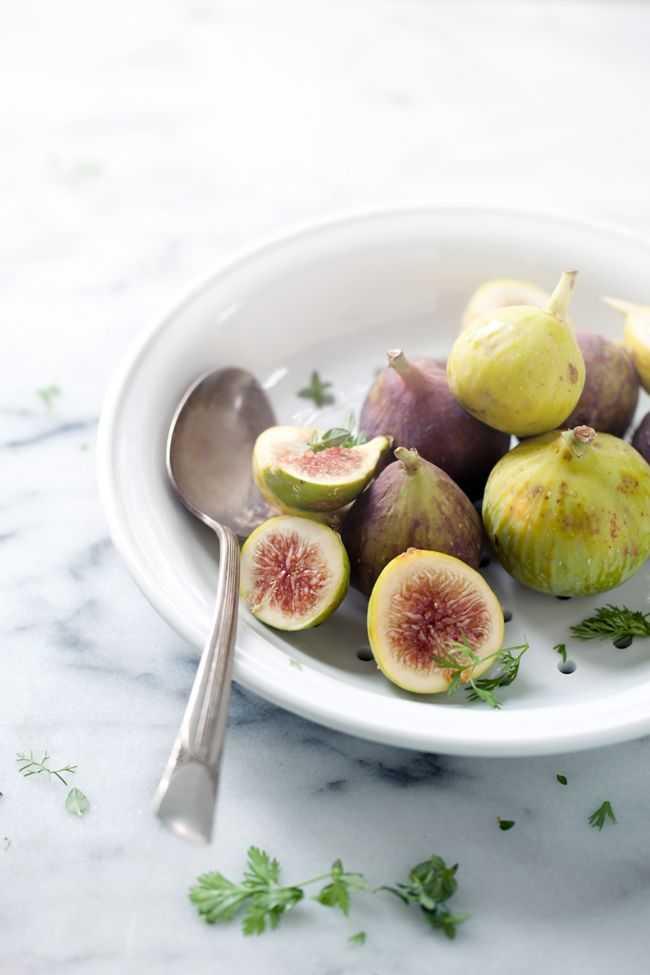 Салат с инжиром рецепт с фото пошагово - 1000.menu