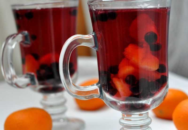 Компот из яблок и смородины на зиму: рецепты с красной и черной ягодой, из замороженных заготовок, а также правила и сроки хранения