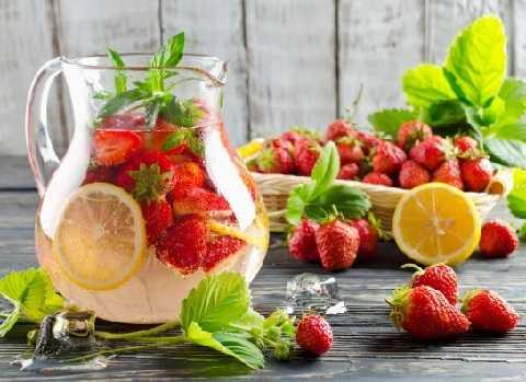 """Польза и вред напитка, компота, воды с базиликом и лимоном – портал """"стань лучше"""""""