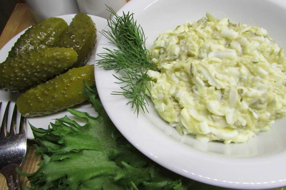 Салат из мяса криля и риса. великолепные салаты из рыбы и морепродуктов