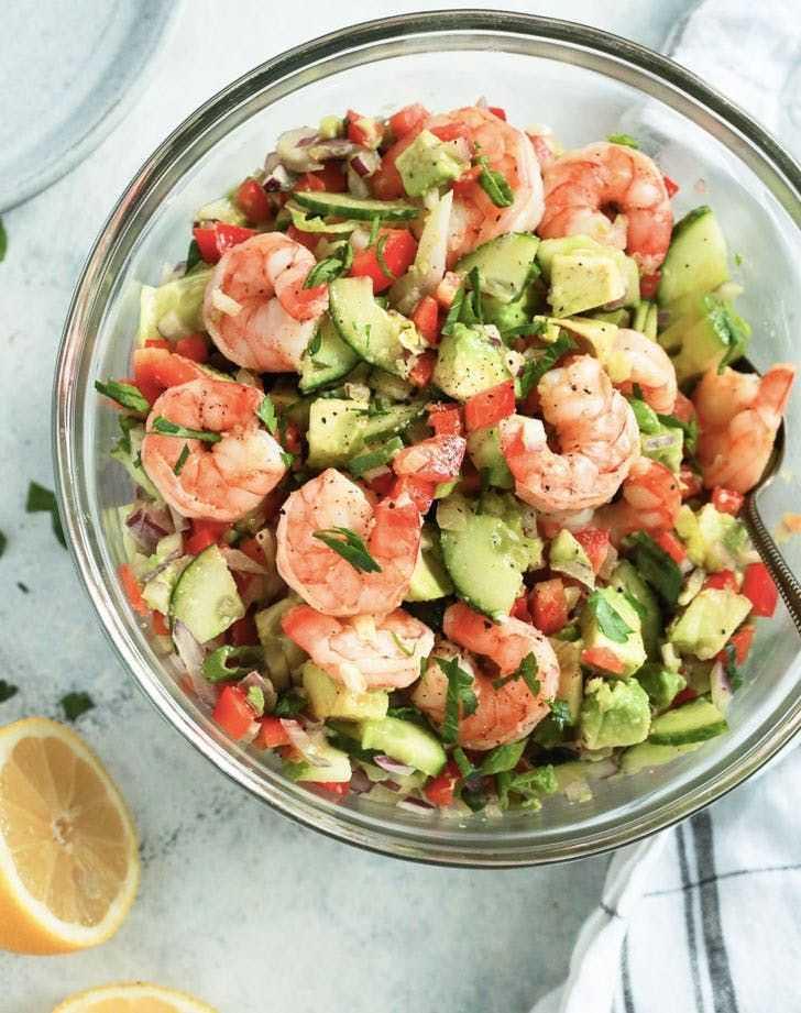 Салат с авокадо и креветками: топ 3 рецепта с фото