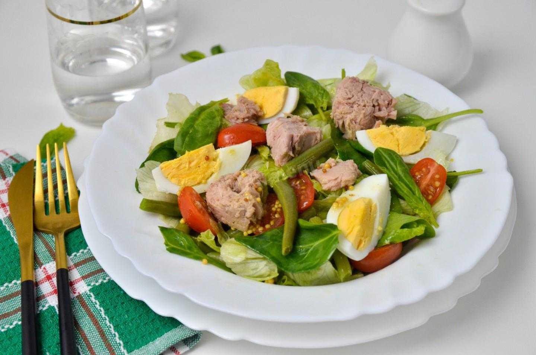 Салат с тунцом зеленой фасолью и омлетом рецепт с фото пошагово - 1000.menu