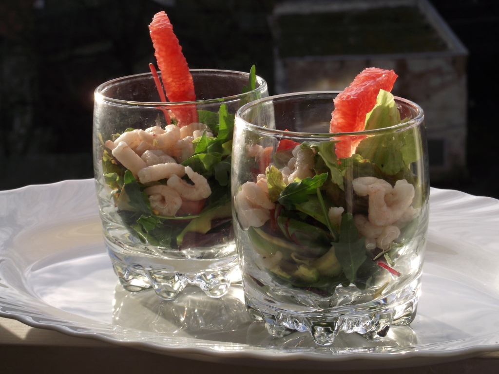 Салат в креманках с креветками порционный рецепт с фото пошагово - 1000.menu