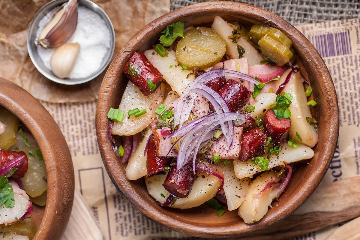 Салат из охотничьих колбасок - просто, вкусно и быстро: рецепт с фото и видео