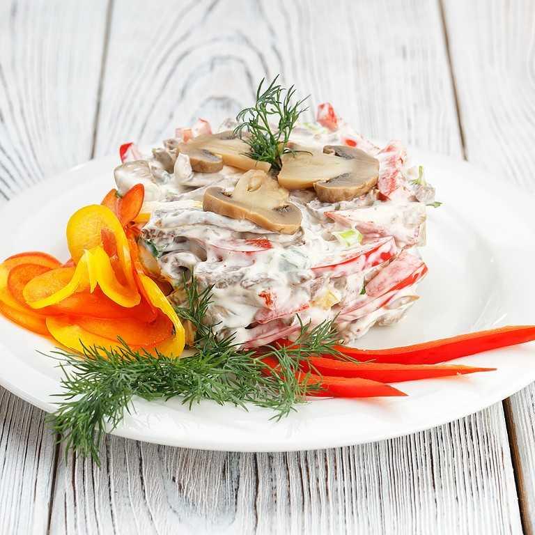Охотничий салат: на зиму, рецепт, без стерилизации, с капустой, приготовить, фото и видео