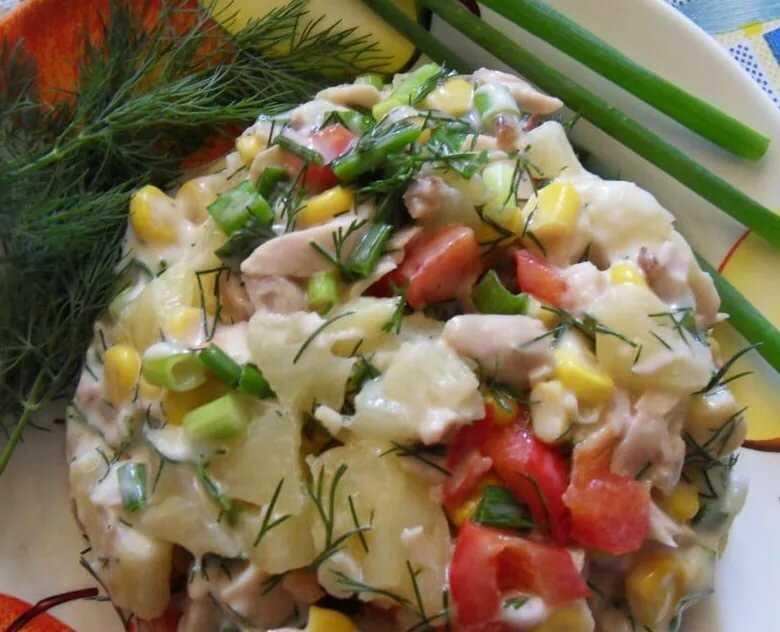 Салат с курицей и солеными огурцами — 10 потрясающих рецептов