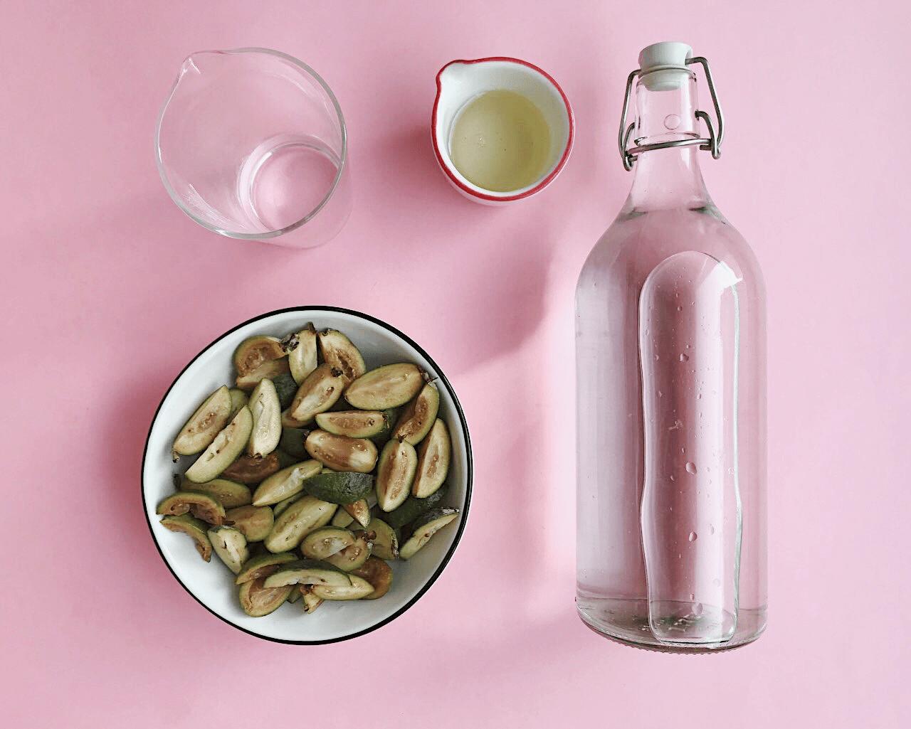 Настойка из фейхоа: рецепты на водке, самогоне и спирте