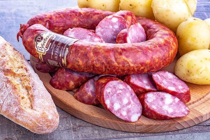 Срок годности вареной колбасы (докторской), копченой, сырокопченой, полукопченой, сыровяленой, правила хранения изделий, а также как долго держать в холодильнике? правовой.стандарт