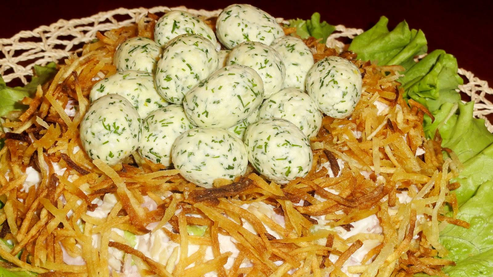 Салат с курицей грибами и картошкой