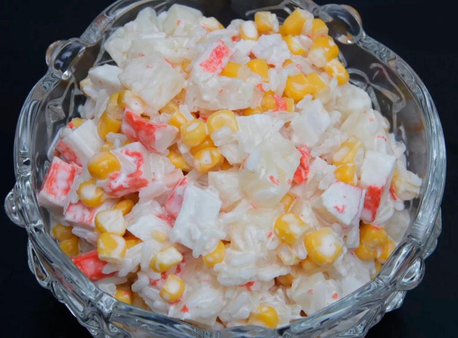 Салат с крабовыми палочками ананасом и сыром
