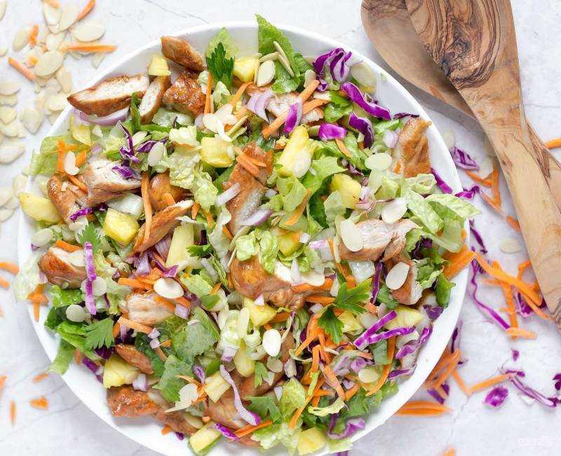 Салат с копченой курицей и сухариками - самые сочные и сытные блюда: рецепт с фото и видео