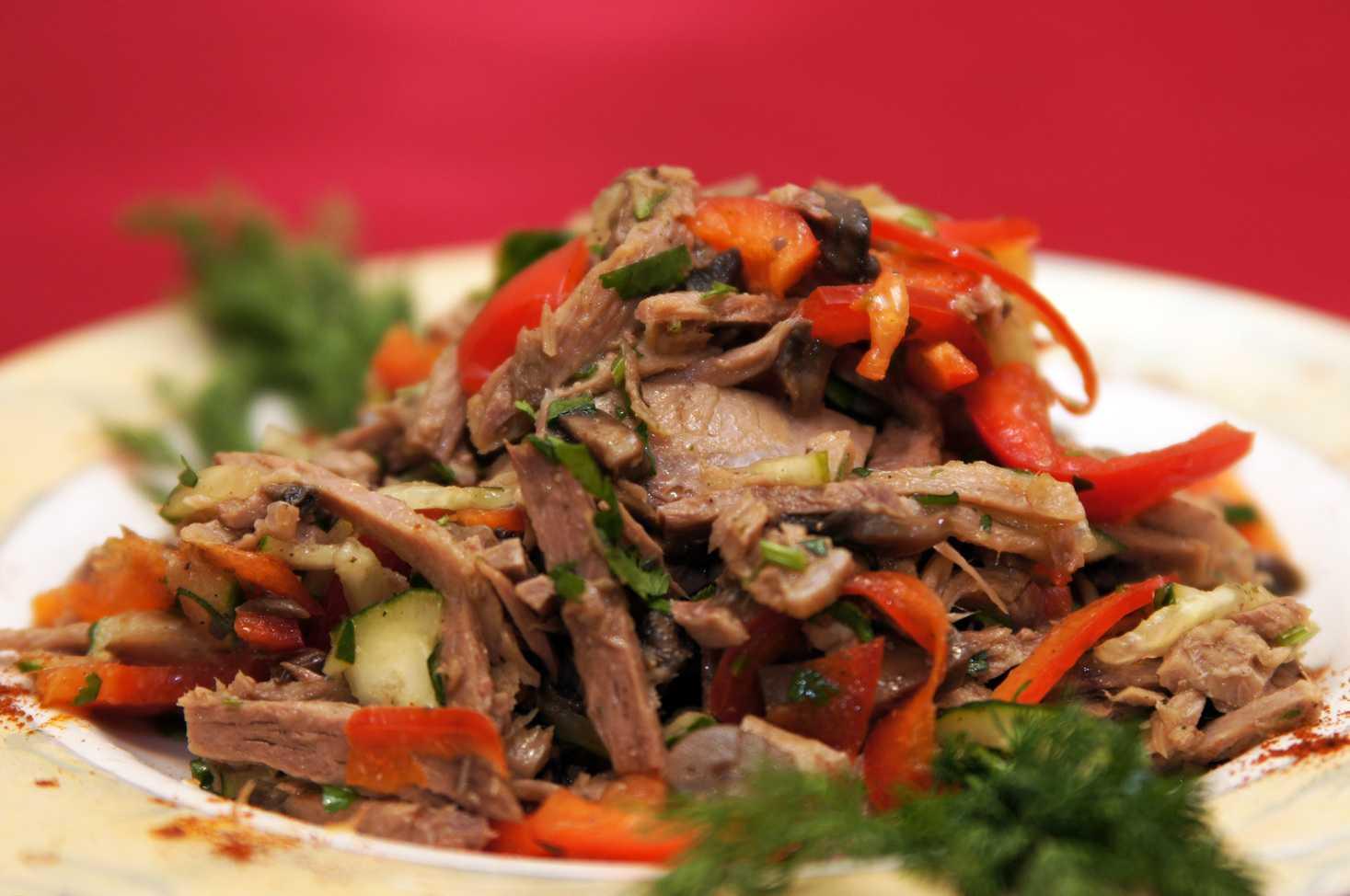 Салат нежный с сыром и ветчиной с яблоком рецепт с фото пошагово - 1000.menu