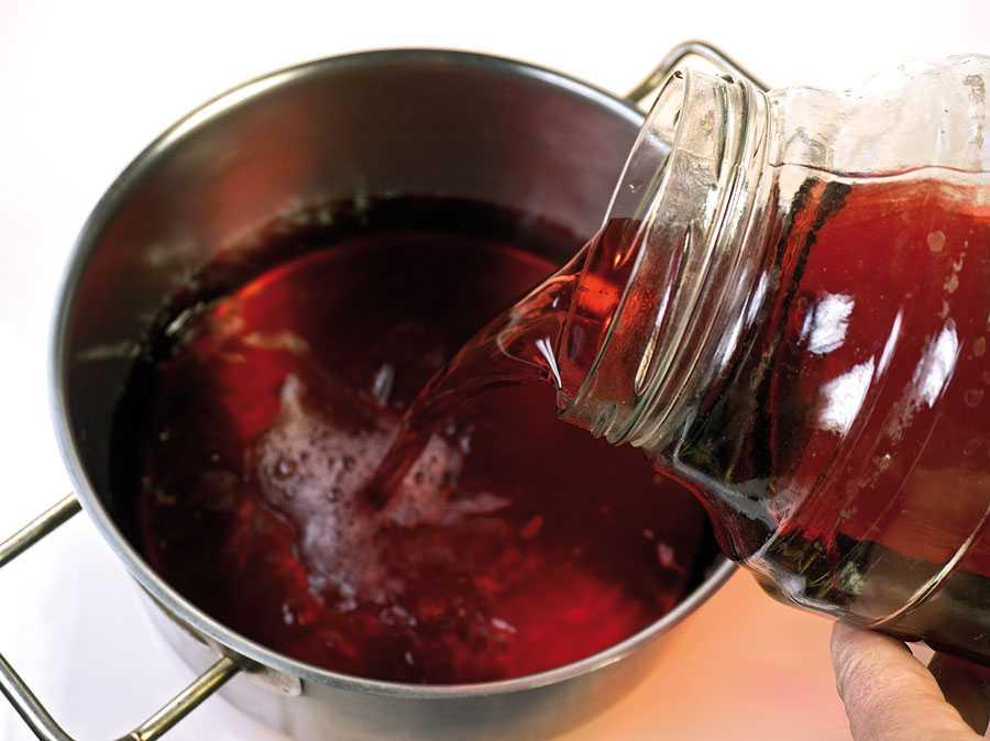 Как приготовить вино из красной, черной и белой смородины