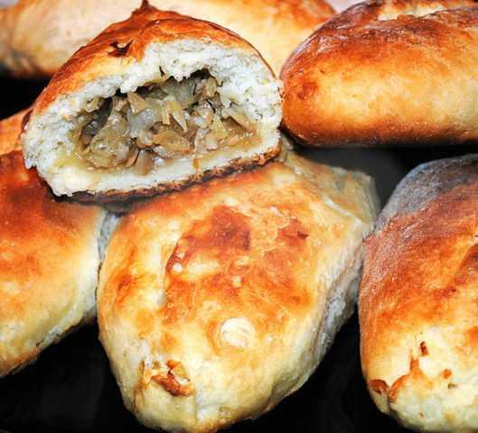 Пирожки с солеными грибами и картошкой