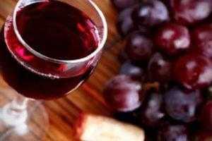 Как самостоятельно приготовить вино из ревеня