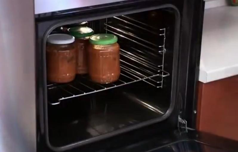 Как стерилизовать пустые банки в духовке, микроволновке и кастрюле: быстрые способы