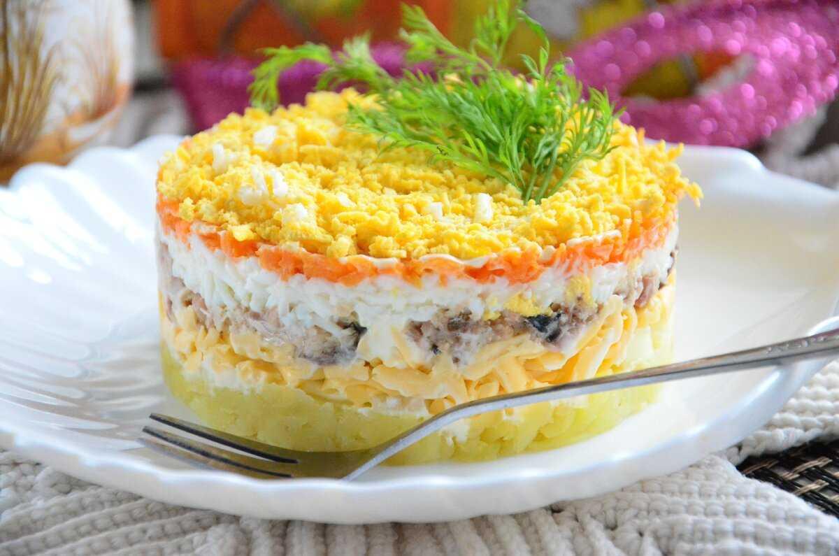 Салат мимоза с консервированной горбушей и сыром классический