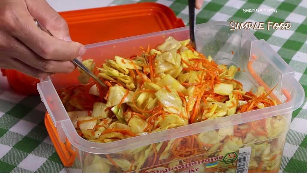 7 крутых рецептов капусты по-корейски, в том числе на зиму - лайфхакер