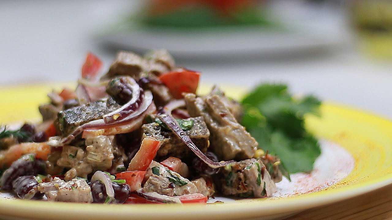 Салат нежный с курицей и огурцами