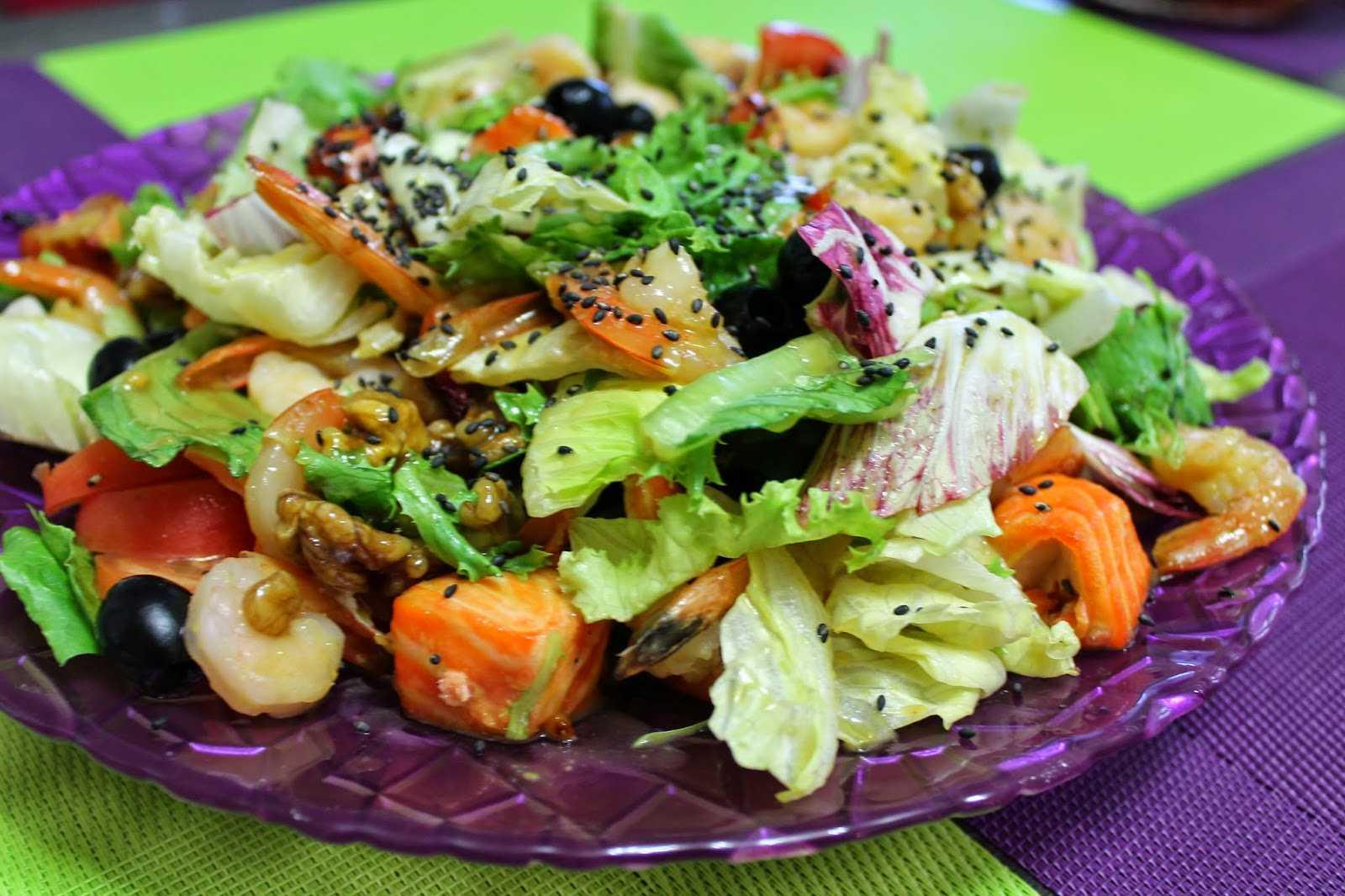 Вкуснейший салат с морепродуктами подойдет и на каждый день, и для праздников Пробуйте сами и угощайте своих родных, близких На страничке можно найти похожие рецепты, комментарии пользователей, кулинарные советы, рекомендации, подсказки, пошаговые фото