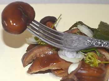 Маринованные рыжики: как заготовить на зиму хрустящие грибочки по простому рецепту