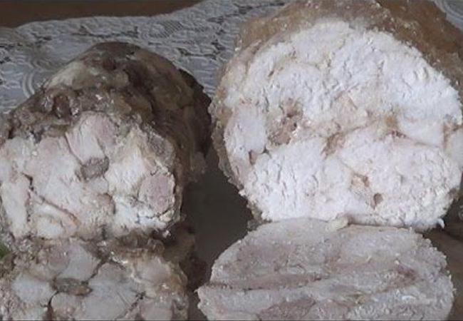 Домашняя куриная колбаса со свеклой и мускатным орехом
