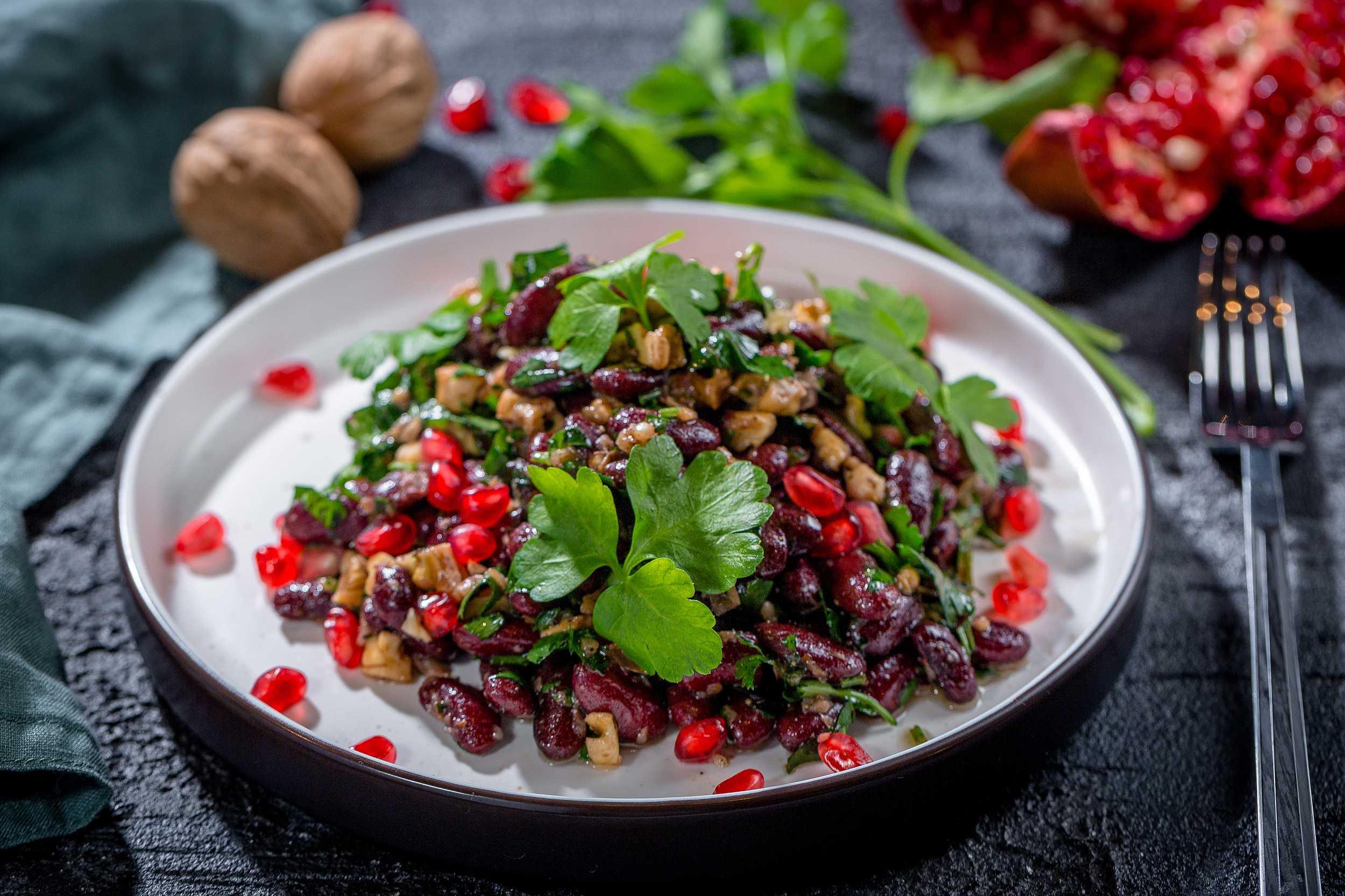 Салат из граната и грецких орехов – вкусный фото рецепт с курицей