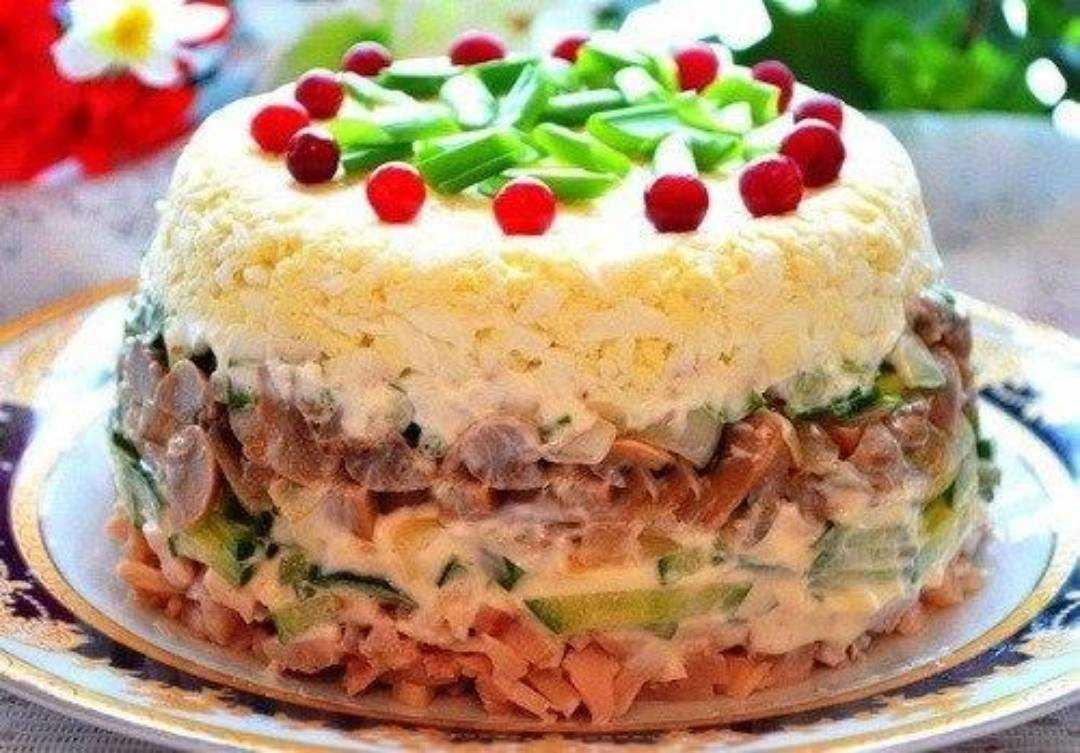 Салат с курицей и помидорами – классическое лакомое блюдо: рецепты с фото и видео