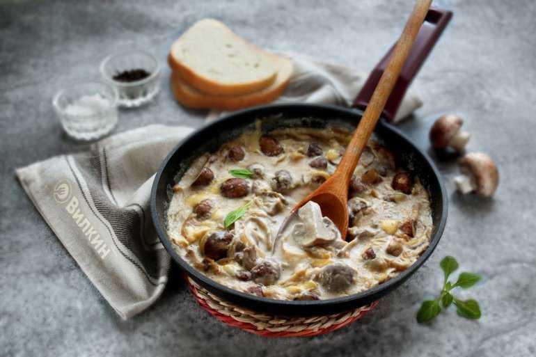Жюльен из курицы и лесных грибов – кулинарный рецепт