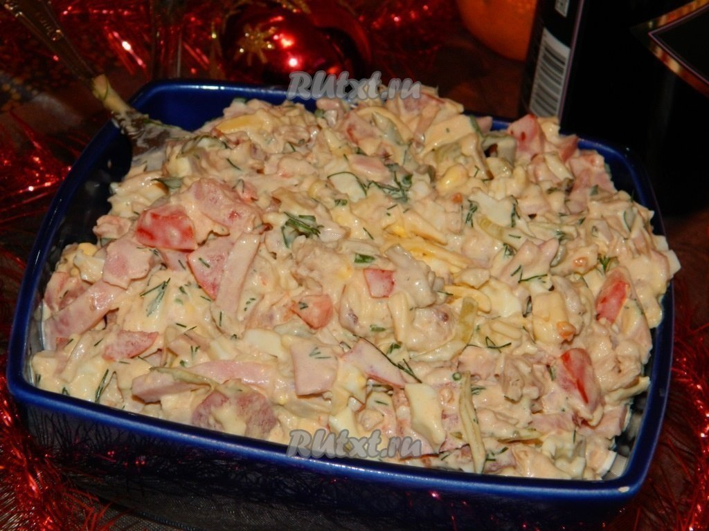 Салат из куриного филе, сыра и яиц