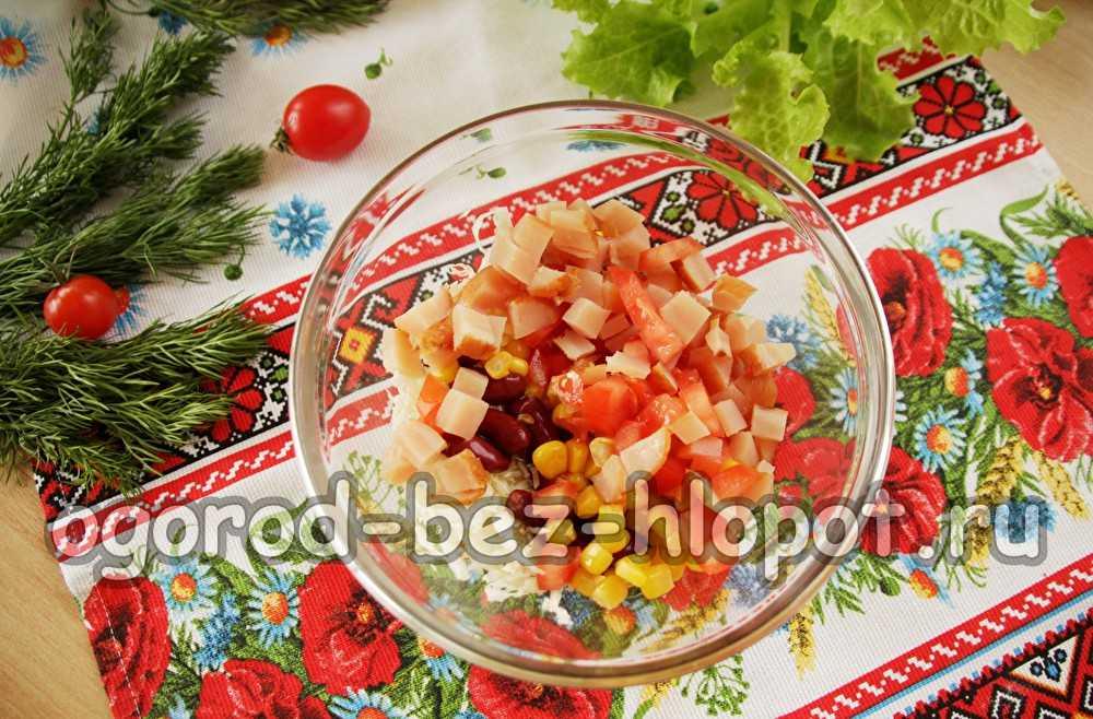 Салат початок кукурузы с курицей