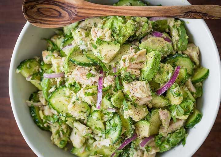 Салат с тунцом и авокадо рецепт с фото пошагово - 1000.menu