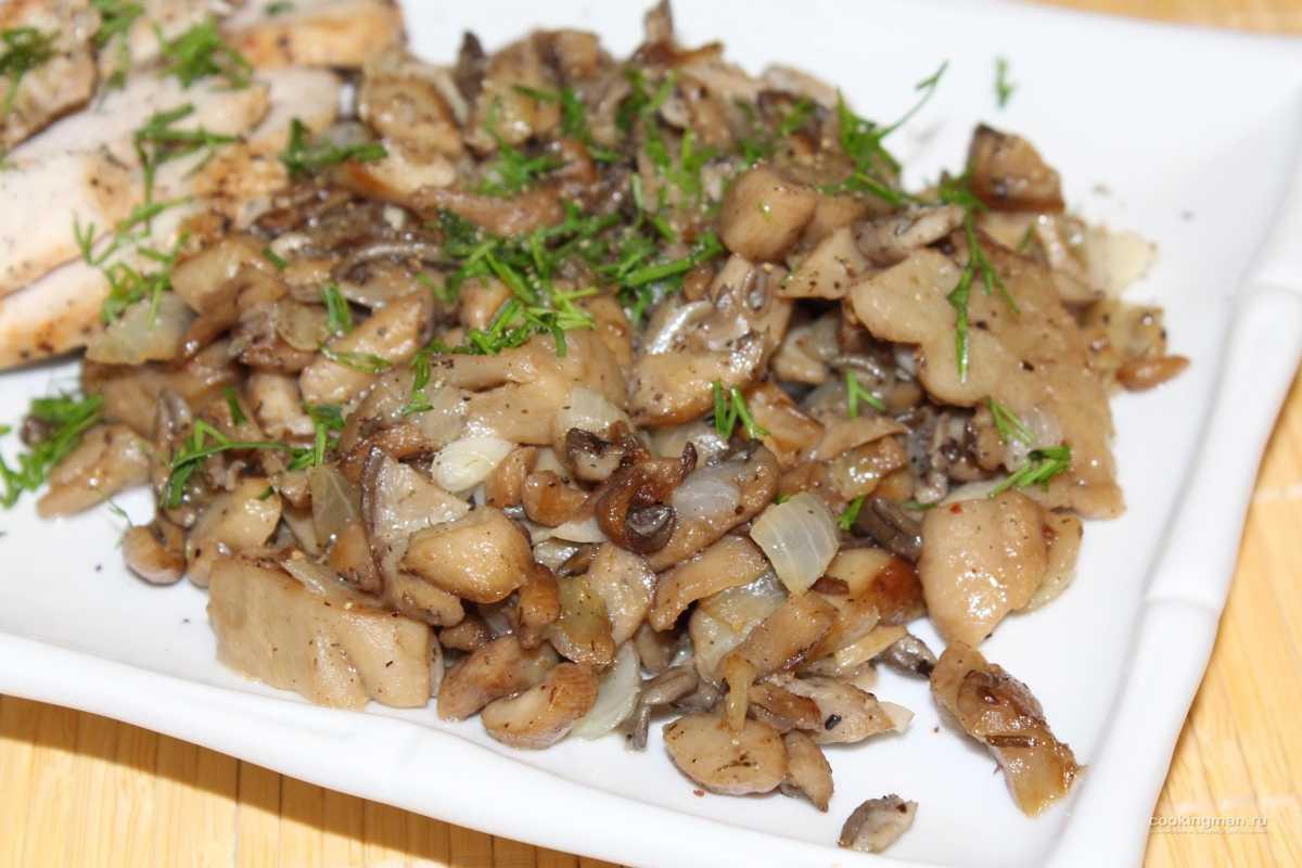 Жареные вешенки с луком на сковороде: пошаговые рецепты с фото, видео. Как приготовить со сметаной, курицей, морковью, зеленью. Какие специи подходят для жарки вешенок.