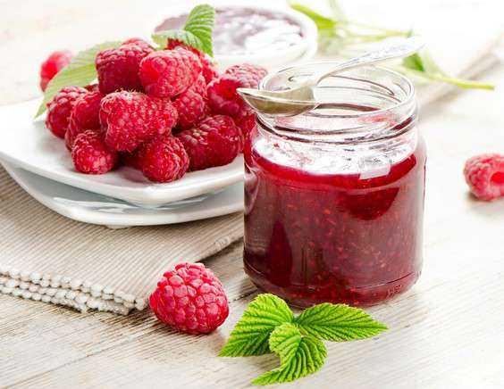 Рецепты желе из малины на зиму (пятиминутка, без варки)