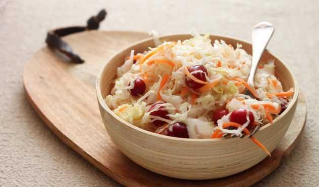 Заготавливаем вкуснейшую квашеную капусту с клюквой в домашних условиях