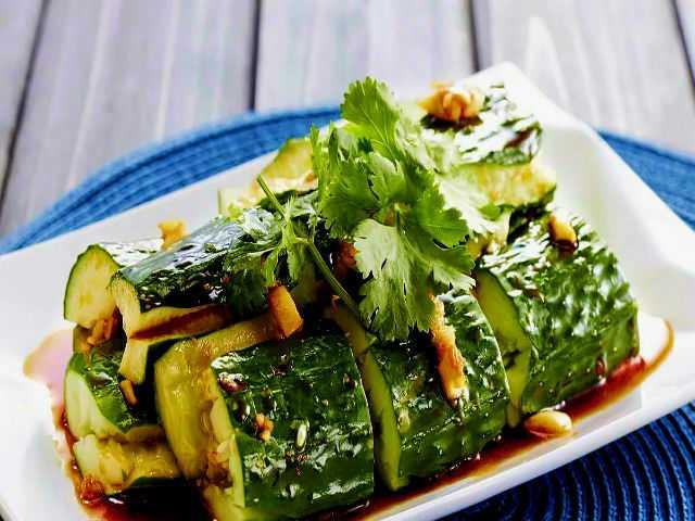 Битые огурцы с яичным салатом — просто и вкусно. пошаговый рецепт с фото — ботаничка.ru