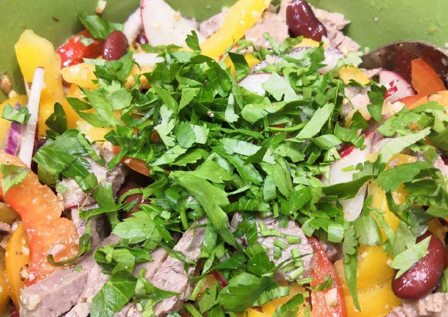 Салат с гранатом: 7 простых рецептов к праздничному столу