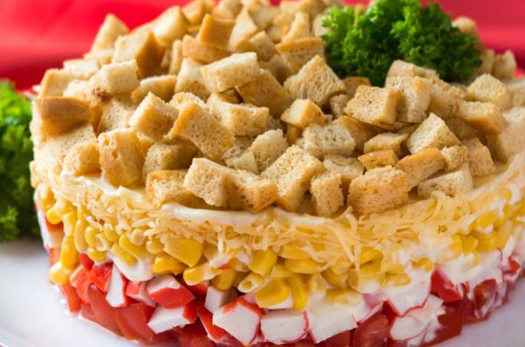 Салат с кириешками и кукурузой - ваша восхитительная фантазия: рецепт с фото и видео