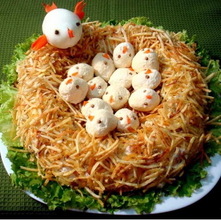 Салат гнездо глухаря. пошаговые рецепты классического салата с курицей слоями
