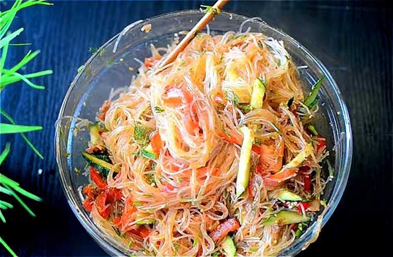 Овощной салат с крахмальной лапшой