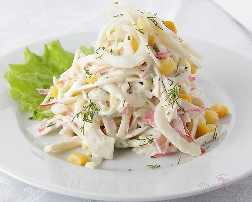 Самый вкусный салат с кальмаром, яйцом, огурцом и сыром — подробные рецепты приготовления